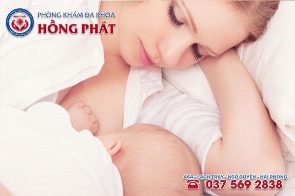 Khi bị áp xe ngực nhẹ chị em vẫn có thể cho trẻ bú một bên không bị bệnh