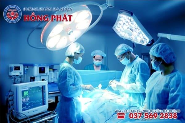 Thủ thuật ngoại khoa là phương pháp điều trị áp xe vú cho phụ nữ sau sinh an toàn