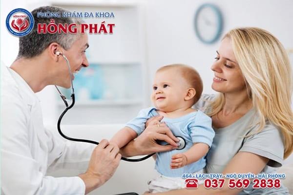 Khi trẻ đi ngoài có chất nhầy kèm máu cần đưa trẻ đến gặp bác sĩ chuyên khoa ngay