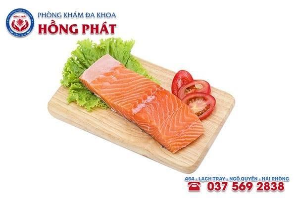 Cá hồi cũng là thực phẩm cần có trong mỗi bữa ăn của người mới tiểu phẫu