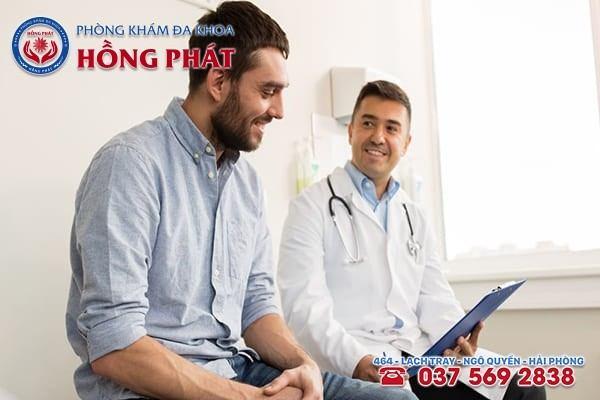 Bác sĩ tư vấn về phương pháp điều trị - yếu tố quyết định đến chi phí