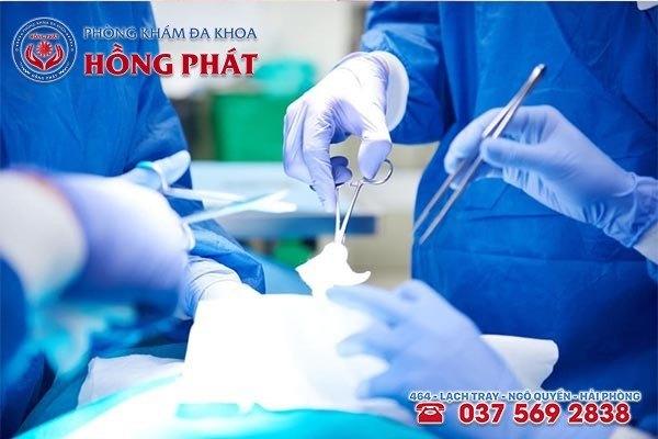 Thủ thuật là một trong những cách điều trị áp xe vú hiện đại