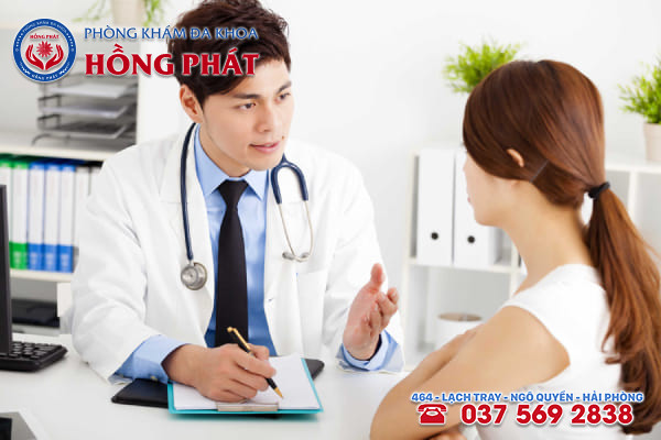 Khi ra nhiều huyết trắng ván cục và ngứa nữ giới nên chủ động đến bệnh viện thăm khám
