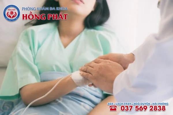 Khi nhận thấy phôi thai ngừng phát triển nên đến gặp bác sĩ chuyên khoa để có cách xử lý an toàn