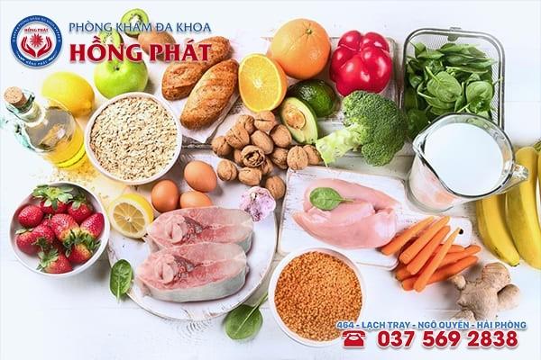 Nên ăn nhiều rau xanh, trái cây tươi, thịt, mật ong nhằm giúp đầy lùi bệnh sùi mào gà