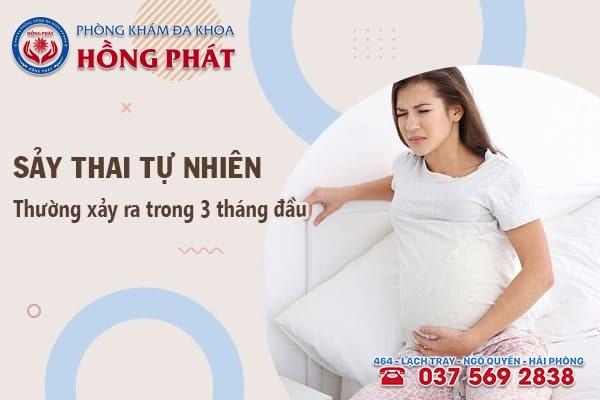 Sảy thai thường biểu hiện qua tình trạng ra máu