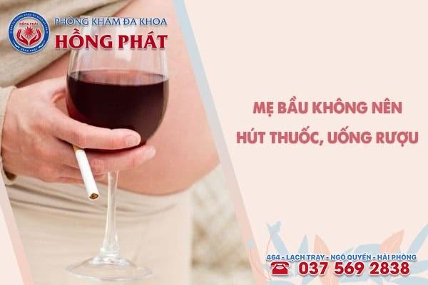 Mẹ bầu không nên hút thuốc, uống rượu