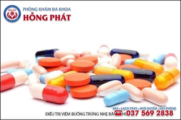 Phương pháp dùng thuốc được sử dụng khi bệnh viêm buồng trứng đang ở giai đoạn cấp tính