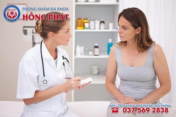 Tốt nhât nên gặp bác sĩ để kiểm tra, thăm khám trước khi đặt thuốc phụ khoa