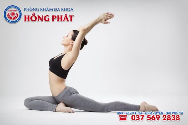 Yoga là một trong những biện pháp giúp cải thiện tình trạng trễ kinh do uống thuốc tránh thai